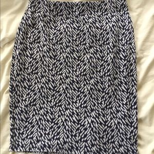 Soft blue & white patterned pencil skirt